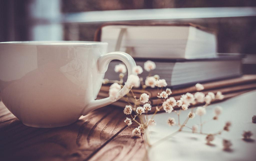 Midbec visning bostad hem wallpaper tapet homestyling homestaging kaffe bok coffee table book