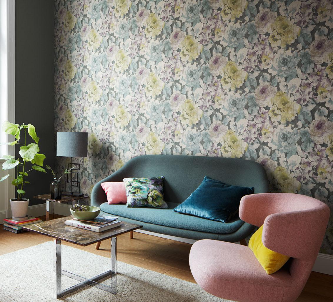 Florens-blommiga-tapeter-vardagsrum-midbec