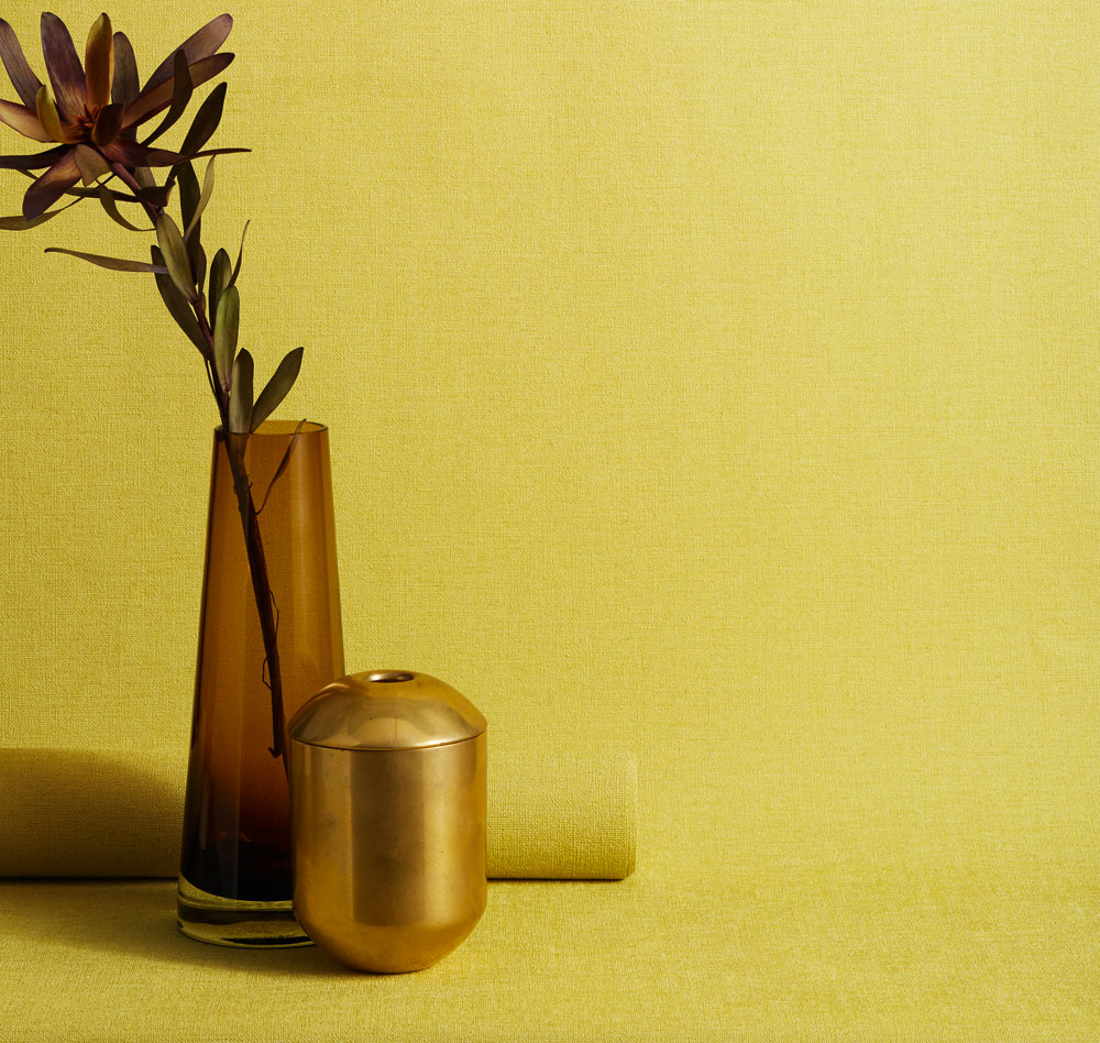 Florens-gul-enfärgad-tapeter-midbec