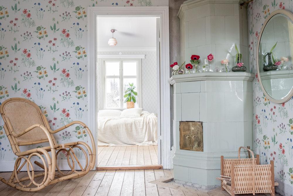 Tapetsera dina väggar med blommor Morgongåva
