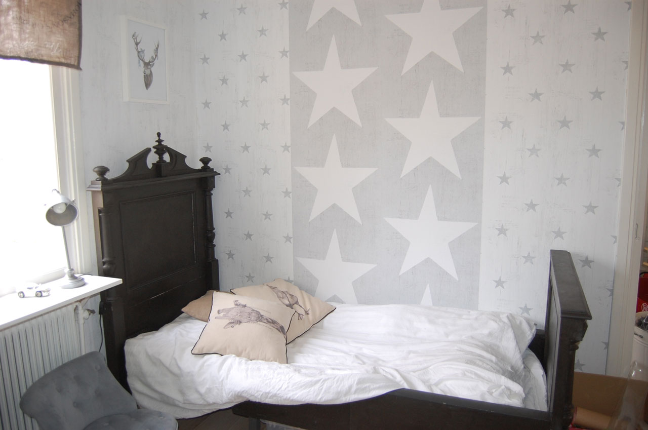 barnrum-inredning-tapeter-stjärnor-midbec