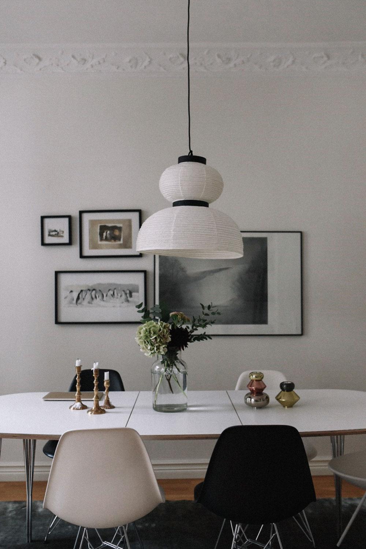 hemma-hos-sekelskiftestvåa-matbord-midbec-tapeter