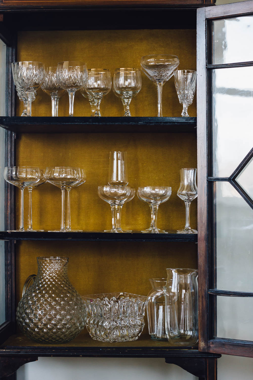 inreder personligt vitrinskåp glas midbec tapeter