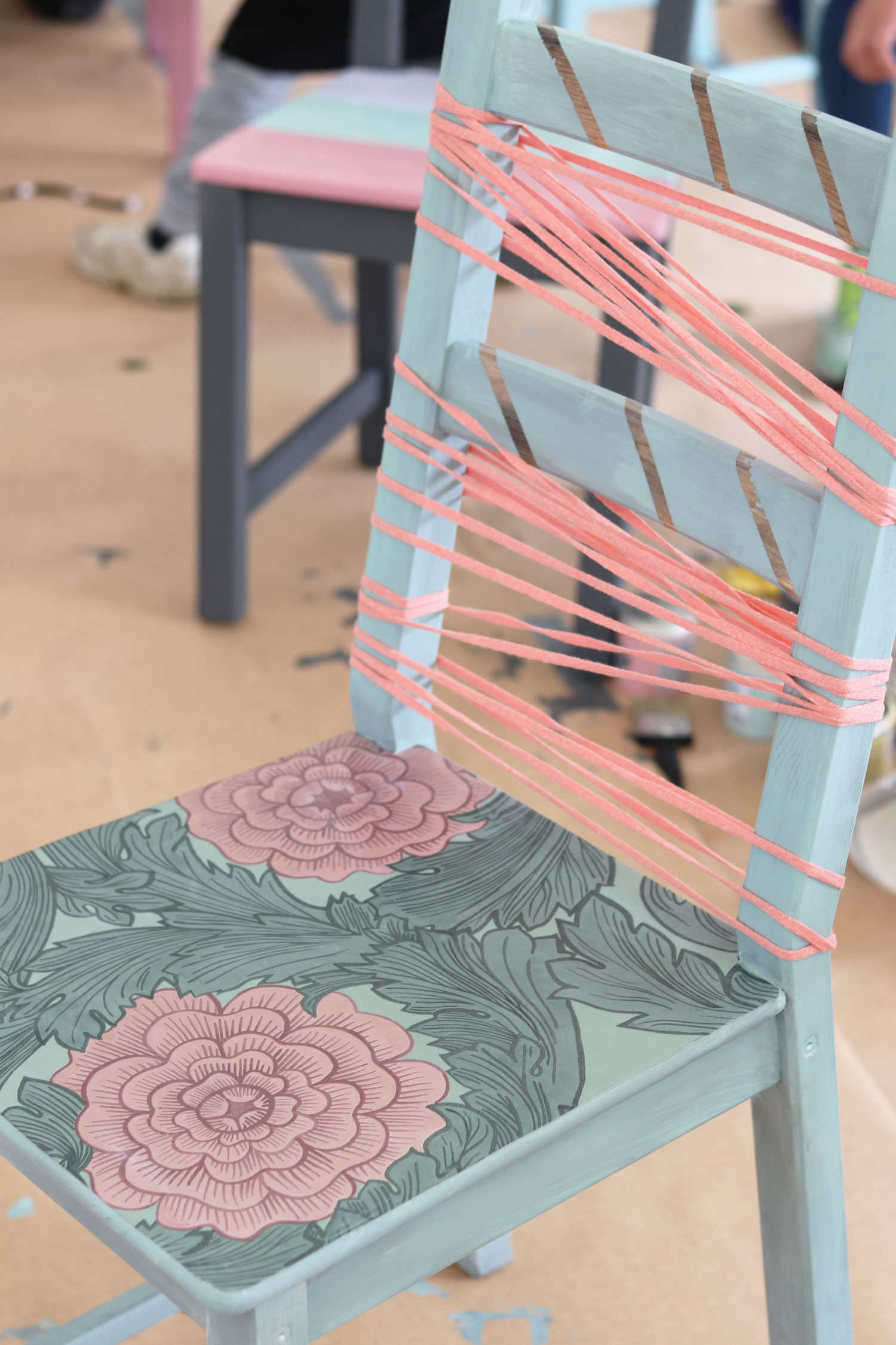 kreativa-karin-stol-med-tapet-midbec