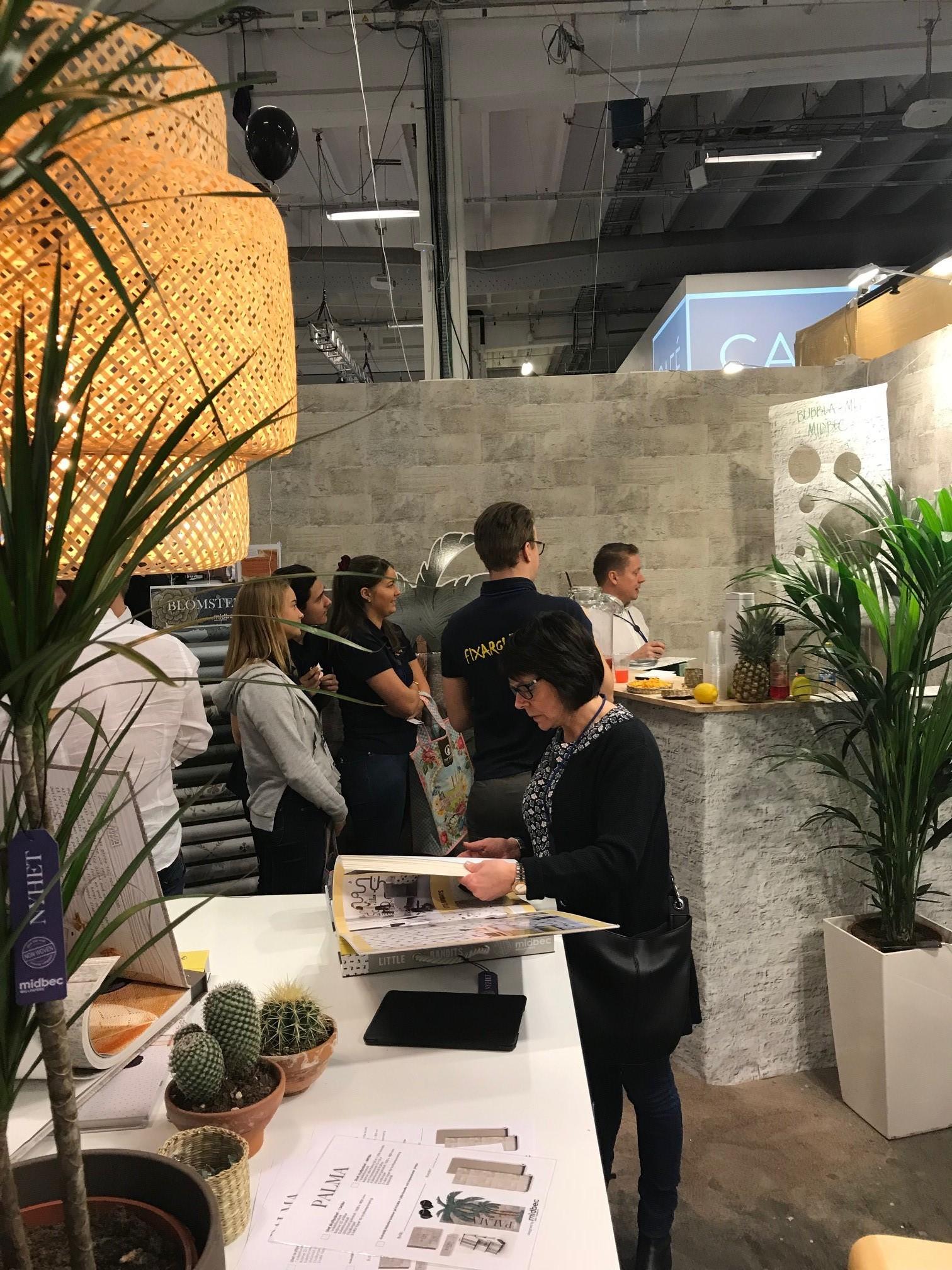 kunder i monter nordsjö midbec tapeter_1