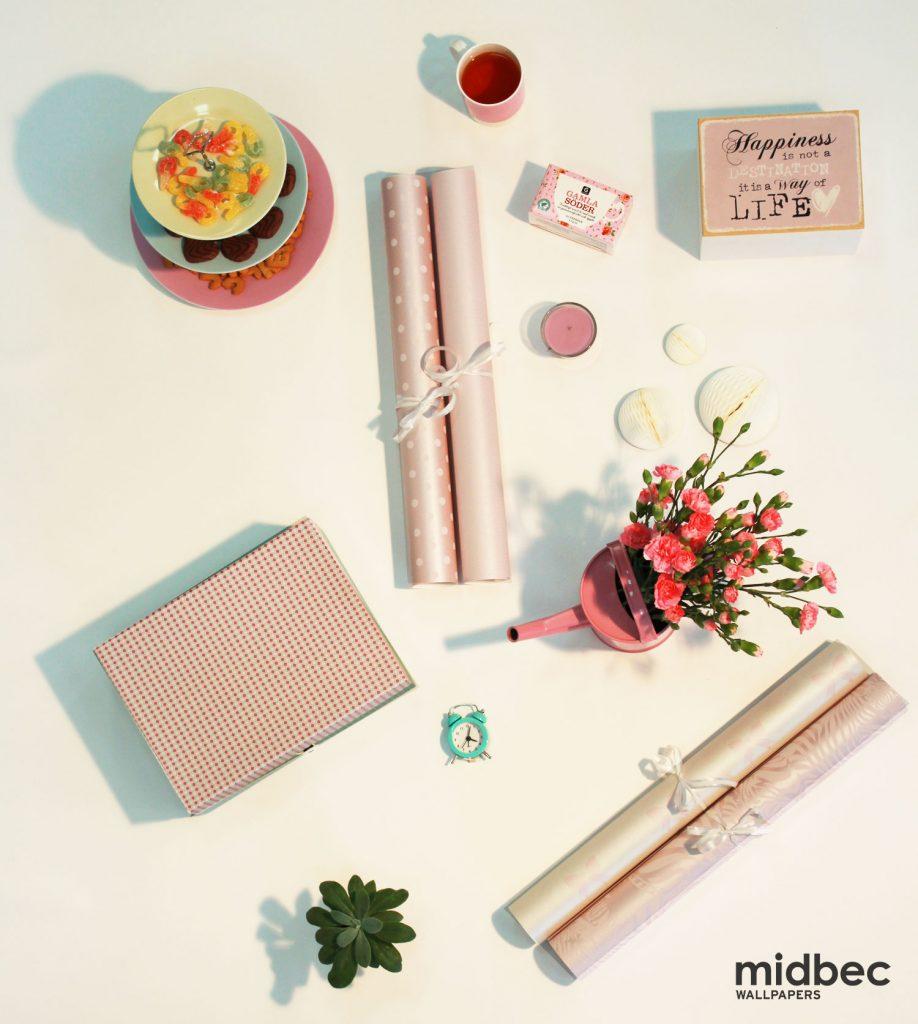 rosa-tapettips-zebror-godis-blommor-midbec